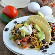 Tortillas wrapped around pork breakfast sausage, egg, cheese, black beans, and fresh pico. Sausage and Egg Breakfast Tacos are my favorite fast breakfast! Breakfast Slider, Breakfast Burger, Sausage Breakfast, Mexican Cooking, Mexican Food Recipes, Ethnic Recipes, Smothered Potatoes, Brunch Recipes, Breakfast Recipes