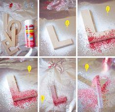 Un beau jour - Glitter Vases, Glitter Crafts, Glitter Letters, Diy Letters, Letter A Crafts, Decorating Wooden Letters, Wood Letters Decorated, Glitter Decorations, Glitter Wall Art