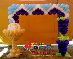 Prim comunion Communion Decorations, Diy Party Decorations, Balloon Decorations, Balloon Gate, Balloon Columns, First Communion Party, Balloons And More, Balloon Arrangements, Religious Symbols