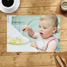 €7,49         Extraschweres, laminiertes, sehr strapazierfähig Papier.         Einseitig oder beidseitig hochglänzend.         Leicht mit feuchtem Tuch oder Schwamm zu reinigen und wiederzuverwenden.         Größe: 410 x 285 mm, Abbildung: 400 x 275 mm.         Gerundete Ecken.         Perfekt für Küche, Essecke, Esszimmer & Kinderzimmer;  Made at http://www.printerstudio.de/machen/essen-macht-spass-tischdeckchen-fuer-unsere-kleinen-personalisieren.html