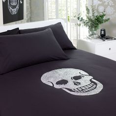 Sparkly skulls on my bed? Yes.