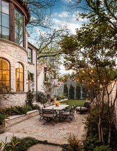 Beautiful courtyard ~ Princeton residence, Dallas. Stocker Hoesterey Montenegro.