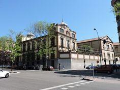 Museo Farmacia Militar - Vista diagonal de la calle Embajadores 75, donde se…