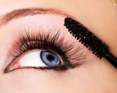 Choosing the best mascara is overwhelming. The beauty market has a wide range of mascaras. Lengthening mascara, waterproof mascara, and. Natural Eyelash Growth, Natural Mascara, Natural Makeup, Natural Beauty, Makeup Geek, Eye Makeup, Makeup 101, Makeup Ideas, Beauty Secrets