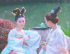 Tea time at a garden for Fan Bing Bing & Janine Chang. Scene from the popular 2015 TV drama 'Empress of China' set in the Tang Dynasty era. Beautiful ancient Chinese Hanfu costume.