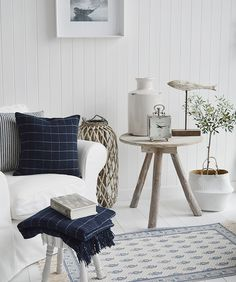 A lovely example of a cosy HAMPTONS STYLE living room . Hamptons style interiors are usually light, bright and whitewashed with a sophisticated yet beachy vibe that comes across as effortless and calming. Hamptons Style Bedrooms, Hamptons Living Room, Hamptons Style Decor, Coastal Bedrooms, Coastal Living Rooms, Living Room Decor, Beach Living Room, Bedroom Beach, Beach Room