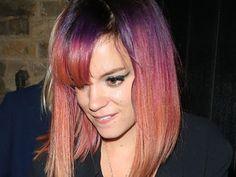 """Alerte coloration ! Lily Allen ose la tendance """"rainbow hair"""" sur http://www.closermag.fr/beaute/coiffure-et-cheveux/alerte-coloration-!-lily-allen-ose-la-tendance-rainbow-hair-348916"""