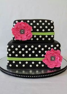Beautiful black poke a dot cake design. Gorgeous Cakes, Pretty Cakes, Cute Cakes, Amazing Cakes, Crazy Cakes, Fancy Cakes, Unique Cakes, Creative Cakes, Bolo Chalkboard