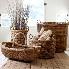 Useful basket collage.like it! Cane Furniture, Rattan Furniture, Abbat Jour, Rattan Lampe, Le Terrier, Basket Bag, Basket Decoration, Basket Weaving, Wicker Baskets