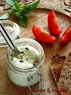 Feta spread with basil & black olives. Try with Philadelphia or Saint Moret or Ricotta: Fingers Food, Tapenade, Yummy Food, Tasty, Queso Feta, Healthy Appetizers, Party Appetizers, Mediterranean Recipes, Snack