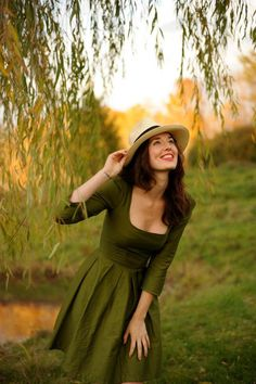 Yet another perfectly perfect hunter green/fit and flare dress on Etsy... <3