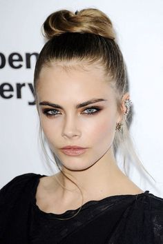 Cara Delevingne - never thought that two wispy hair by the side can look so nice! Hair for tomorrow! Chop!
