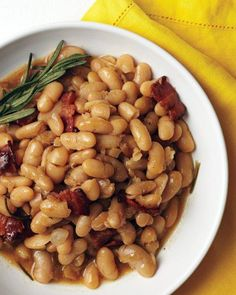 Beer Baked White Beans -These white beans are baked in ale for ultimate flavor. A pale ale, such as Blue Moon or Hoegaarden, works best for this recipe. Baked White Beans Recipe, White Bean Recipes, Baked Beans, Beer Recipes, Side Dish Recipes, Side Dishes, Cooking Recipes, Recipies, Dishes Recipes