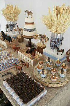 54 New Ideas party decoracion table ideas Rodeo Birthday Parties, Horse Theme Birthday Party, Rodeo Party, Cowboy Theme Party, Cowgirl Birthday, Farm Party, Country Birthday Party, 2nd Birthday Party Ideas, Ideas Party
