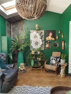 Trends 32 Stylish Green Wall Paint for Your Living Room Ideas The single choice of paint color will change the entire atmosphere of your living room. To find the perfect color for your home, start by deciding what you want. Dark Green Living Room, Green Rooms, Bedroom Green, Living Room Decor, Living Spaces, Bedroom Decor, Green Painted Walls, Dark Green Walls, Casa Loft