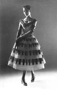 soleil du matin — Model in coctail dress by Christian Dior, 1955 Christian Dior Vintage, Vintage Dior, Mode Vintage, Vintage Glamour, Vintage Dresses, Vintage Vogue, Vintage Outfits, Vintage Hats, Vintage Beauty