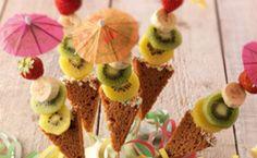 Kindertraktatie: ontbijtkoek fruitijsjes School Birthday Treats, My Son Birthday, School Treats, Birthday Parties, Kids Party Treats, B Food, Buffet, Gifted Kids, Ice Cream Party