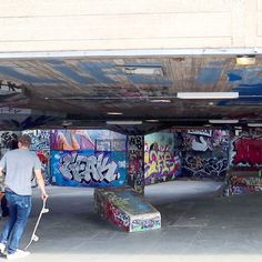 skaters practicing @ the Southbank Skate Park is cool to watch 😎 #southbank #skateboarding #graffiti #art