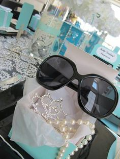 Trendy breakfast at tiffanys dress black bridal shower Tiffany Birthday Party, Tiffany Party, Birthday Parties, 12th Birthday, Tiffany Theme, Tiffany And Co, Tiffany Blue, Birthday Cake Models, Festa Pin Up