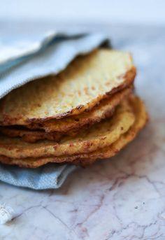 Da jeg startede bloggen, var en af mine populære opskrifter disse lækre blomkålstortillas med kikærtefyld. De var virkelig gode som et alternativ til tortillas lavet af mel. De kan sagtens spises med fyld i, da de har en god konsistens og jeg tænker også, at de sagtens kan bruges som …