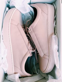 Pink sneakers for lovers #vagabond