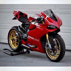 Ducati Panigale R Triumph Motorcycles, Cool Motorcycles, Motorcycle Wheels, Motorcycle Design, Super Bikes, Course Moto, Ducati 1199 Panigale, Custom Sport Bikes, Hot Bikes