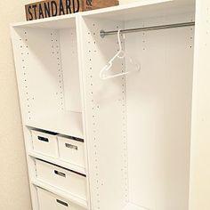 女性で、4LDKの、My Shelf/カラーボックス/収納/パイプ/ニトリ/服の収納/男の子/ニトリのカラーボックス/建売/ぷちDIY/子供服収納/子供と暮らす/インボックス/こどもと暮らす/赤ちゃんのいる暮らし/子供のいる暮らし/赤ちゃんと暮らす/あかちゃんのいる部屋/しろが好き/男の子と暮らす。についてのインテリア実例。 「つっぱり棒に子どもの...」 (2017-04-23 02:06:23に共有されました) Ideas Para, Home Furniture, Diy And Crafts, Kids Room, New Homes, Organization, Storage, Interior, Baby