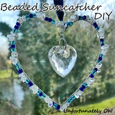 Now that Christmas is over, I can share this new tutorial! I made the sun catcher in the picture as a present for my mum, so I couldn. Wire Crafts, Bead Crafts, Fun Crafts, Diy Collier, Diy Wind Chimes, Beaded Ornaments, Snowman Ornaments, Stained Glass Birds, Pony Beads