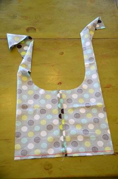 Sling bag tutorial. I actually made one (not just pinned it for later!).  Great tutorial, super cute results.