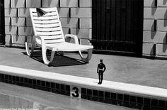 Passionné par la culture américaine et aussi par l'état du Texas, le photographe français Remi Noël nous invite a découvrir une série d'images prises de Houston à Dallas, mettant souvent en scène une figurine de Batman, compagnon de voyage de l'artiste. Une série en noir & blanc très réussie à découvrir en images dans la suite.