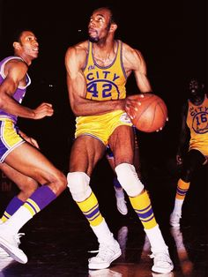 Nate Thurmond was a beast. Want proof, check out these averages from the season: points and 22 rebounds per game. National Basketball League, Golden State Basketball, I Love Basketball, Basketball Legends, Basketball Players, Basketball Shirts, Nba Legends, Funny Basketball Pictures, San Francisco Basketball