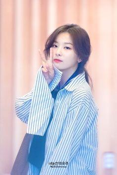 fyeah! red velvet Kpop Girl Groups, Korean Girl Groups, Kpop Girls, Red Velvet Seulgi, Red Velvet Irene, Seulgi Icons, Kang Seulgi, Kim Yerim, Swagg