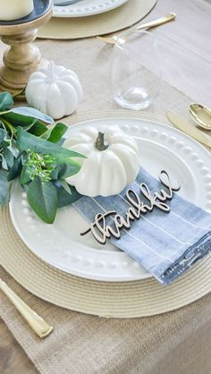 Thankful Place Setting With Small White Pumpkin Thanksgiving Table Decor via Jul. - Thankful Place Setting With Small White Pumpkin Thanksgiving Table Decor via Julie Warnock Interior - Fall Table Settings, Thanksgiving Table Settings, Thanksgiving Tablescapes, Thanksgiving Parties, Holiday Tables, Thanksgiving Decorations, Setting Table, Friendsgiving Ideas, Table Setting Inspiration