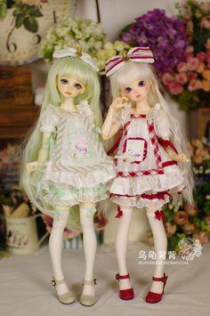 349 YUAN - 46 USD MSD OUTFIT: Puff sleeve shirt, apron, pants (bloomer), socks, bow barrette COLOR RED. Production time 3-10 bussiness dayshttp://item.taobao.com/item.htm?spm=2013.1.0.0.IddLUq&scm=1007.77.0.0&id=35694337596&pvid=31ec7f61-eb0d-40ab-aa4d-fdaf205f19be&jlogid=p06221326dd173