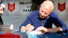 Maarten 't Hart heeft een Diamanten Boek ontvangen omdat hij meer dan 1 miljoen exemplaren heeft verkocht van zijn roman Een vlucht regenwulpen. De 70-jarige schrijver nam de prijs vanmiddag in Dordrecht in ontvangst op het slotfeest van de campagne Nederland Leest.