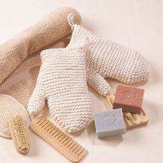 Crochet Gift Idea Bath Spa Mitts knitting pattern these would be a great gift with some lotions Crochet Kitchen, Crochet Home, Crochet Gifts, Crochet Yarn, Free Crochet, Knitting Patterns Free, Knit Patterns, Free Knitting, Free Pattern