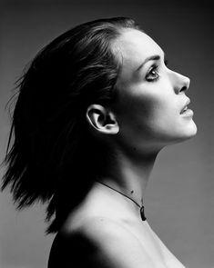 Winona Ryder (born Winona Laura Horowitz; October 29, 1971) is an American actress.