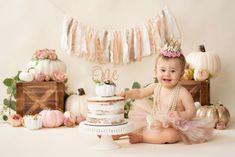 Pumpkin Birthday Cakes, Pumpkin 1st Birthdays, Pumpkin First Birthday, First Birthday Cakes, Halloween First Birthday, 1st Birthday Photoshoot, Birthday Party Decorations, Birthday Ideas, Pink Pumpkins
