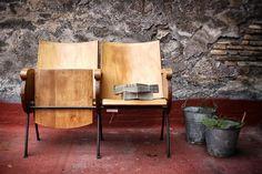 SEDIE CINEMA di 30Atelier su Etsy  Interior design recupero coppia di vecchie poltrone del cinema in legno in ottimo stato. dimensione: 106 x 54 x h 80