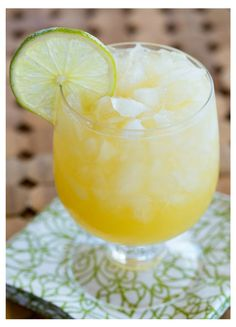 Irish Kiss - Irish whiskey, peach schnapps, ginger beer and orange juice! | The Drink Kings |