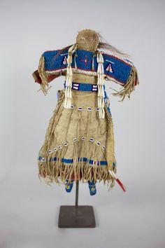 Lakota doll Native American Dolls, Native American Artifacts, Native American Beadwork, Native American Indians, Native Americans, Native Indian, Native Art, Indian Dolls, Plains Indians