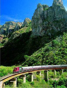 """Ferrocarril """"El Chepe"""" En la barrancas del Cobre, Chihuahua Mexico"""