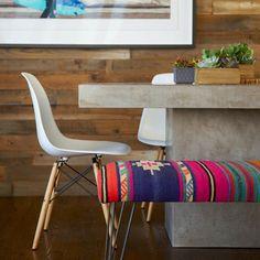 Adoramos a opção de um banco em um dos lados da mesa de jantar... #amazing #bestoftheday #design #decor #home #beautiful #instacool #instalike #instagood #interiordesign #pretty #picoftheday #photooftheday #webstagram #room #blogsdecor #webstapick #allshots #instagramhub #instadecor #homedecor #decoracao #view #decoration #interiordesign #latergram #iphonesia