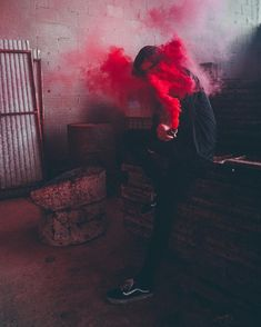 Be positive all the time Smoke Bomb Photography, Photography Pics, Abstract Photography, Creative Photography, Red Aesthetic, Aesthetic Photo, Rauch Tapete, Colored Smoke, Smoke Art