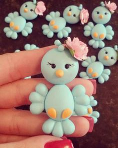 Faby Rodrigues Polymer Clay Figures, Polymer Clay Animals, Fondant Figures, Polymer Clay Projects, Polymer Clay Charms, Polymer Clay Creations, Diy Clay, Clay Crafts, Diy And Crafts