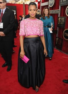 Only Kerry Washington Can Wear A Crop Top While Pregnant And Look This Classy (PHOTOS) Celebrity Maternity Style, Maternity Fashion, Celebrity Style, Red Carpet Ready, Red Carpet Looks, Best Gowns, Pregnant Celebrities, Sag Awards, Celebrity Red Carpet