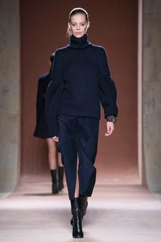 A look from the Victoria Beckham Fall 2015 RTW collection.