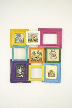 Dieser eingizartiger Bilderrahmen besteht aus mehreren einzelnen Holzbilderrahmen. Die Rahmen wurden geschliffen, mit bunten Farben gestrichen und ...