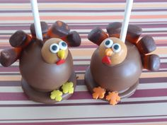 Tom Turkey Cake Pops: These prancing lil turkey cake pops are almost too cute to eat. Almost.  Source: Flickr user Cake Pop lady