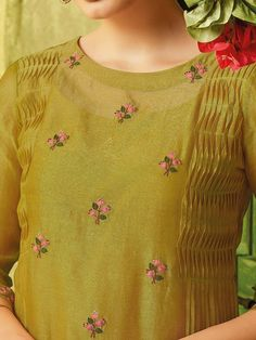 Embroidery On Kurtis, Kurti Embroidery Design, Embroidery Neck Designs, Embroidery Fashion, Silk Kurti Designs, Kurta Designs Women, Blouse Designs, Salwar Designs, Kurta Neck Design